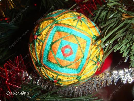 Темари- красивые шарики, которые очень приятно... не только держать в руках, но и делать... Здесь Вы можете подробно узнать об этом прекрасном искусстве... http://www.temari.ru/index.php http://leit.ru/modules.php?name=Pages&pa=list_pages_categories&cid=33 фото 1