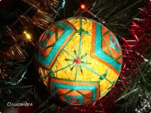 Темари- красивые шарики, которые очень приятно... не только держать в руках, но и делать... Здесь Вы можете подробно узнать об этом прекрасном искусстве... http://www.temari.ru/index.php http://leit.ru/modules.php?name=Pages&pa=list_pages_categories&cid=33 фото 26