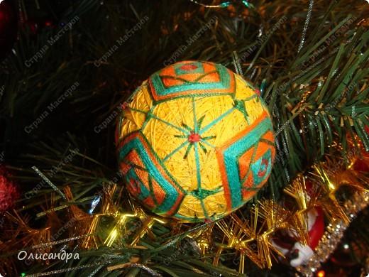 Темари- красивые шарики, которые очень приятно... не только держать в руках, но и делать... Здесь Вы можете подробно узнать об этом прекрасном искусстве... http://www.temari.ru/index.php http://leit.ru/modules.php?name=Pages&pa=list_pages_categories&cid=33 фото 2