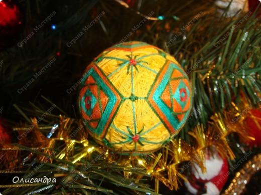 Темари- красивые шарики, которые очень приятно... не только держать в руках, но и делать... Здесь Вы можете подробно узнать об этом прекрасном искусстве... http://www.temari.ru/index.php http://leit.ru/modules.php?name=Pages&pa=list_pages_categories&cid=33 фото 27
