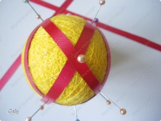 """Узнаете? Да-да темари """"Вихри"""". Будем учиться делить заготовку-шар на 12 пятиугольников. фото 6"""