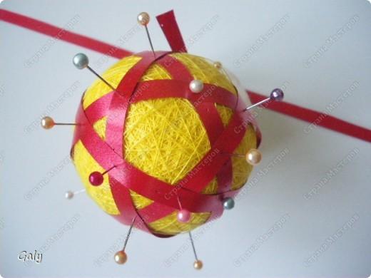 """Узнаете? Да-да темари """"Вихри"""". Будем учиться делить заготовку-шар на 12 пятиугольников. фото 9"""