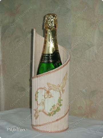 Подставку сделала в подарок ко дню бракосочетания. Идею взяла с сайта http://by-hand.ru/item/view/6307.  фото 1