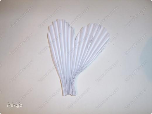 Очередной эксперимент с бумагой. И вот результат, от такой вот шикарнейший букет из сердец. Одним словом сделала сердечки и ими заскрапила деревянные палочки для шашлыков, немного добавила розочек, листиков из бумажной верёвочки, банты из бумажной ленты и стразы сердечек. фото 9