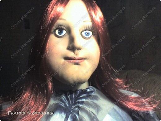 Уважаемые мастера выношу на ваш суд свою первую ростовую куклу.Личико переделывалось два раза.ну никак не хочет она улыбаться.Сейчас ломаю голову над образом,потому,что задумывалось не получилось. фото 2