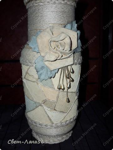 Сделана из осветительного плафона, обмотанного верёвкой и обклеенного кусочками кожи. фото 1