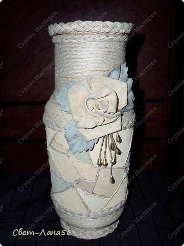 Сделана из осветительного плафона, обмотанного верёвкой и обклеенного кусочками кожи. фото 2
