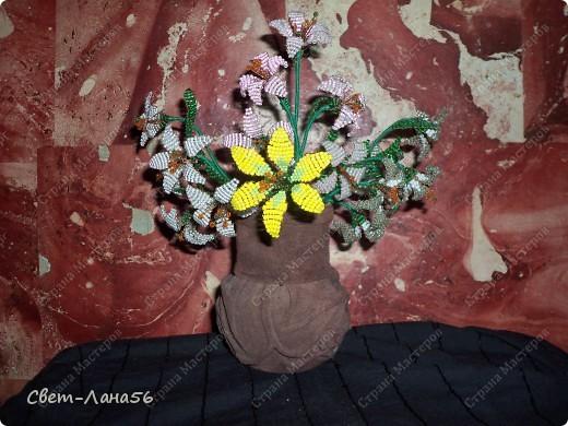 Сделана из осветительного плафона, обмотанного верёвкой и обклеенного кусочками кожи. фото 3