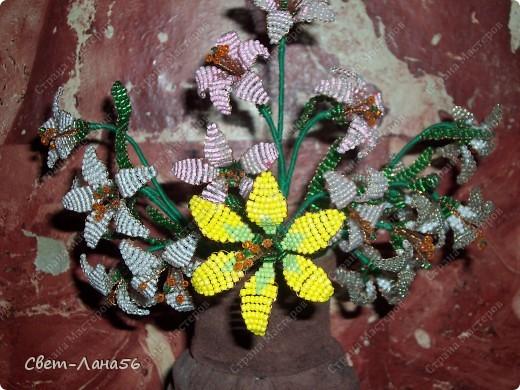 Сделана из осветительного плафона, обмотанного верёвкой и обклеенного кусочками кожи. фото 4