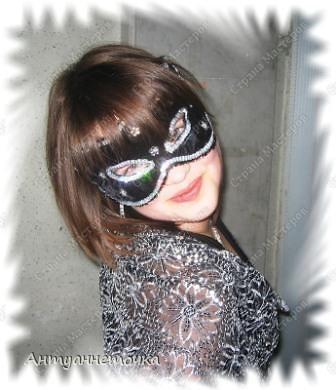 Вот такую маску сделала мне моя мамочка за четыре часа на новогодний карнавал.  Времени бегать по магазинам и искать маску не было, и на помощь пришла Мама.  В ход пошло все, что нашлось дома)))  фото 1