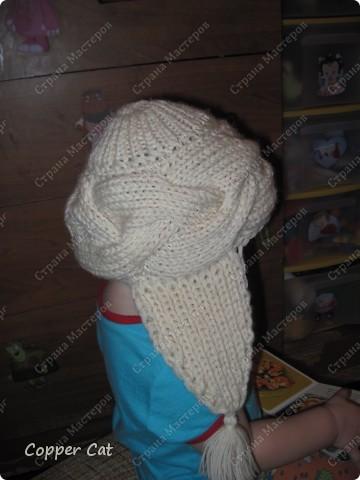 По просьбам, поступающим в личку, попытаюсь объяснить как я вязала эту шапку-ушанку. Шапка моя 54 р-ра, позирует Саша) Вот здесь я её уже демонстрировала http://stranamasterov.ru/node/83767  фото 4