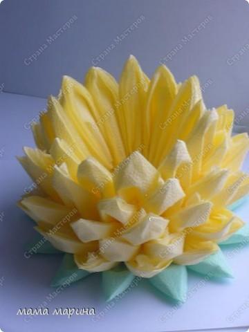 Попробовала сделать этот цветочек из обычных салфток, получилась лилия.Спасибо за МК Алёне Гагариной фото 3