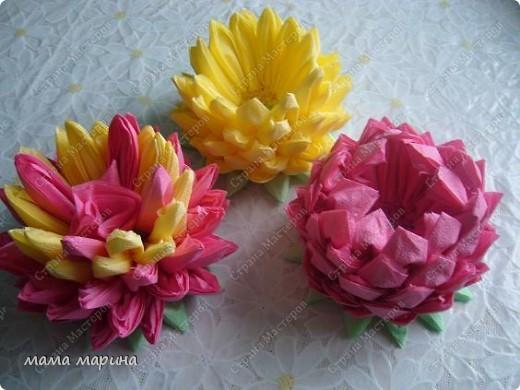 Попробовала сделать этот цветочек из обычных салфток, получилась лилия.Спасибо за МК Алёне Гагариной фото 1