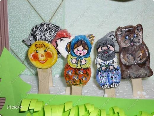 на фото два театра: пальчиковый и фигурки на палочках для мороженного фото 4