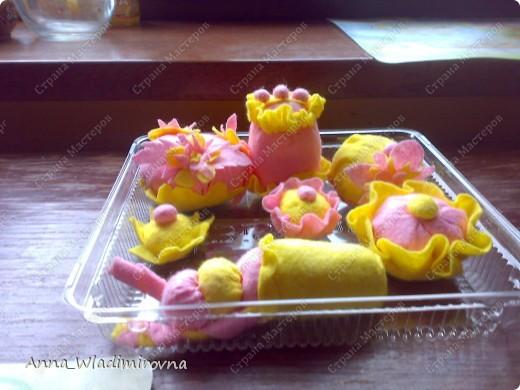 """Недавно """"заболела"""" пироженками из фетра. Теперь у моих малышей есть все для кукольного чаепития) фото 7"""