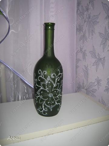 Первые работы с декорированием бутылок тканью.  При работе использовала капроновые чулки, салфетки, акриловые краски, лак, микробисер, блёстки. фото 16