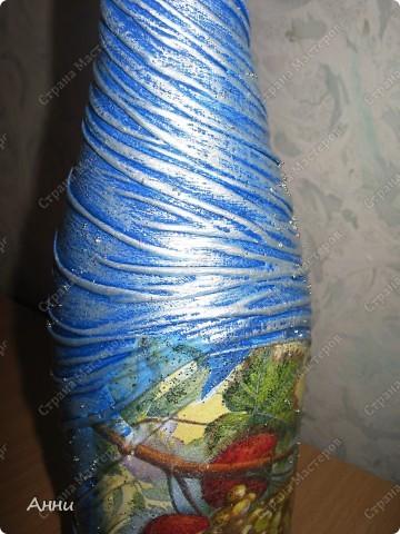 Первые работы с декорированием бутылок тканью.  При работе использовала капроновые чулки, салфетки, акриловые краски, лак, микробисер, блёстки. фото 10