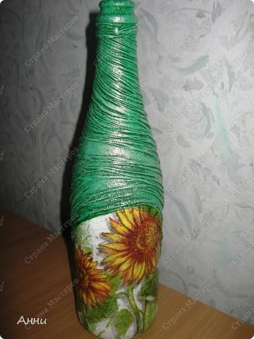 Первые работы с декорированием бутылок тканью.  При работе использовала капроновые чулки, салфетки, акриловые краски, лак, микробисер, блёстки. фото 11