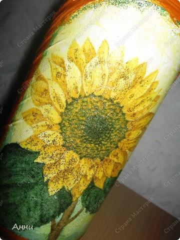 Первые работы с декорированием бутылок тканью.  При работе использовала капроновые чулки, салфетки, акриловые краски, лак, микробисер, блёстки. фото 14