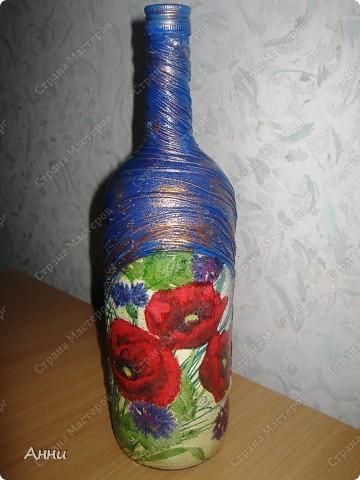 Первые работы с декорированием бутылок тканью.  При работе использовала капроновые чулки, салфетки, акриловые краски, лак, микробисер, блёстки. фото 1