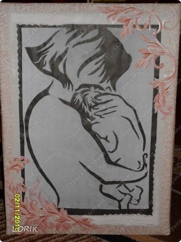 Это я делала в детский сад на выставку, посвящённую Дню матери. Схему нашла в Стране мастеров, спасибо автору. Цветочные элементы вырезаны из обоев. фото 1