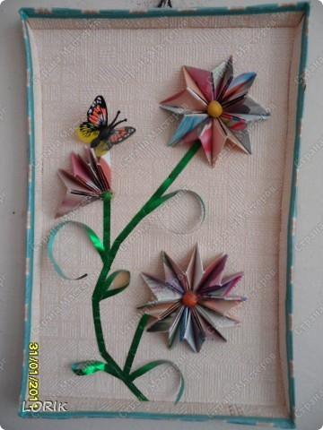 Это я делала в детский сад на выставку, посвящённую Дню матери. Схему нашла в Стране мастеров, спасибо автору. Цветочные элементы вырезаны из обоев. фото 2