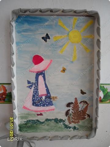 Это я делала в детский сад на выставку, посвящённую Дню матери. Схему нашла в Стране мастеров, спасибо автору. Цветочные элементы вырезаны из обоев. фото 3