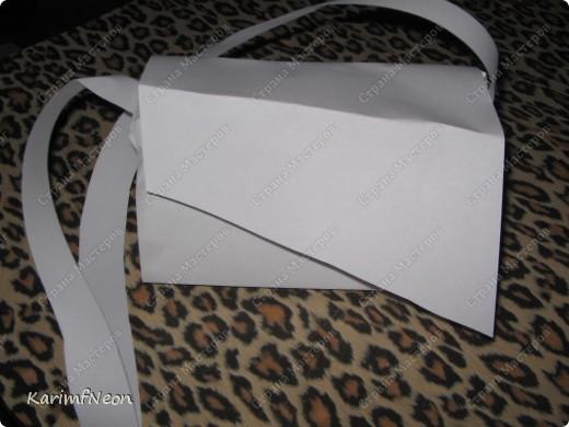 Мой рюкзак. Шить очень просто. Форма рюкзака делается всего в 4-е шва. Внутри два кармана на молнии. Впереди карман на молнии и просто карман. На верху пробил несколько люверсов и протянул жгутик - затяжку.  фото 6