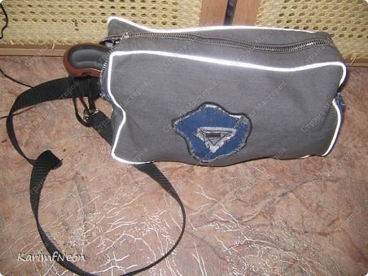 Мой рюкзак. Шить очень просто. Форма рюкзака делается всего в 4-е шва. Внутри два кармана на молнии. Впереди карман на молнии и просто карман. На верху пробил несколько люверсов и протянул жгутик - затяжку.  фото 3