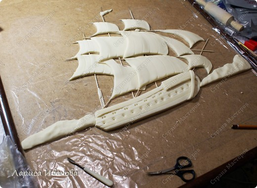 Я делала уже такой корабль около года назад. Размер работы 60х50 см. Сейчас покажу, как я его лепила и расписывала))) фото 17