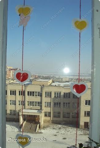 Валентинки на окне.