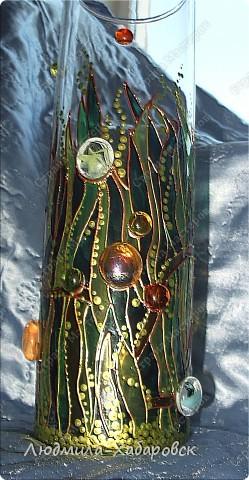 Круглая ваза для  цветов,декорированная витражными красками и контурами,а также стеклянными камушками... фото 1