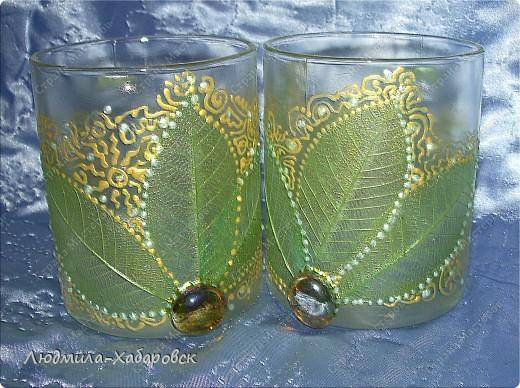 Круглая ваза для  цветов,декорированная витражными красками и контурами,а также стеклянными камушками... фото 4