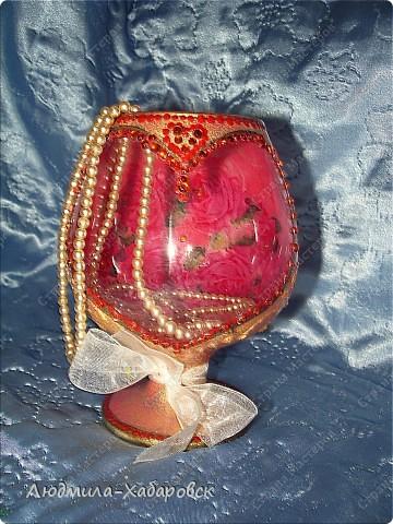Круглая ваза для  цветов,декорированная витражными красками и контурами,а также стеклянными камушками... фото 7