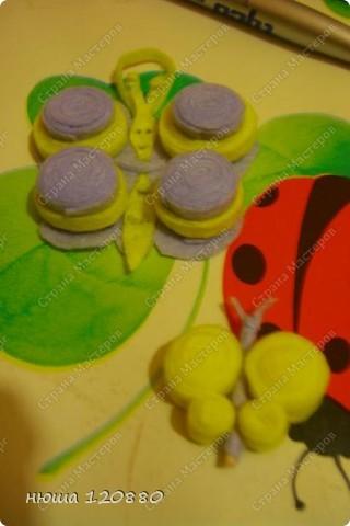 наконец-то и я добралась до салфеток для уборки :))) для изготовления бабочки нам понадобится: клей пва, зубочистка, ножницы, объемный гель-по желанию, и самое главное - салфетки (цвета любые и меня были в наличии только такие) :)) фото 13