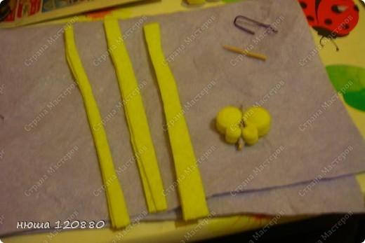 наконец-то и я добралась до салфеток для уборки :))) для изготовления бабочки нам понадобится: клей пва, зубочистка, ножницы, объемный гель-по желанию, и самое главное - салфетки (цвета любые и меня были в наличии только такие) :)) фото 2