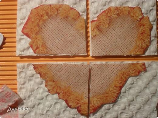 Оранжевое сердце вырезано из упаковочной бумаги. квадратики под кусочками сердца -  вкладыш из коробки конфет, с которого снят верхний слой бумаги. Белые сердечки - конфетти, мама сегодня купила пачку свадебных конфетти.Тесьма из старых маминых запасов (мама говорит, что ей не меньше 20 лет!). Основа открытки - гофрированный картон. фото 2
