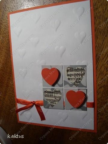 """Да здравствует мой любимый минимализм!    Материал-бумага для пастели ("""" тиснила""""подручными средствами,)  картон, лента, вырезка из журнала-ноты, сердечки для декора. фото 2"""