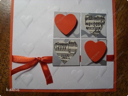 """Да здравствует мой любимый минимализм!    Материал-бумага для пастели ("""" тиснила""""подручными средствами,)  картон, лента, вырезка из журнала-ноты, сердечки для декора. фото 3"""