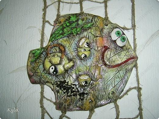"""Рыбы были сделаны в подарок подруге на ее день Рождения. она очень хотела на кухню себе рыбу и обязательно в китайском стиле. А я слепила двух рыб, решила что одной будет скучно, а так они друг на друга смотреть будут)))) Эта первая, рыбка """"Зеленый чай"""".  фото 2"""