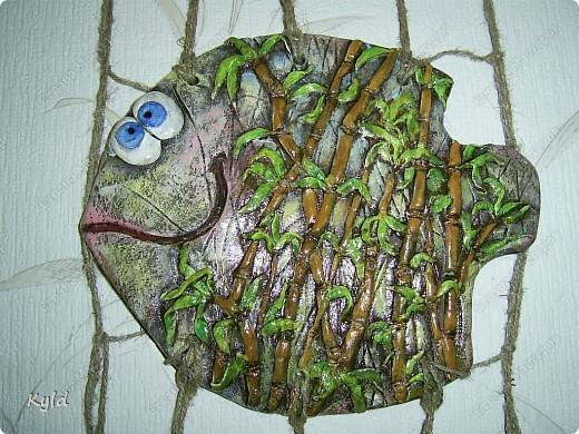 """Рыбы были сделаны в подарок подруге на ее день Рождения. она очень хотела на кухню себе рыбу и обязательно в китайском стиле. А я слепила двух рыб, решила что одной будет скучно, а так они друг на друга смотреть будут)))) Эта первая, рыбка """"Зеленый чай"""".  фото 5"""