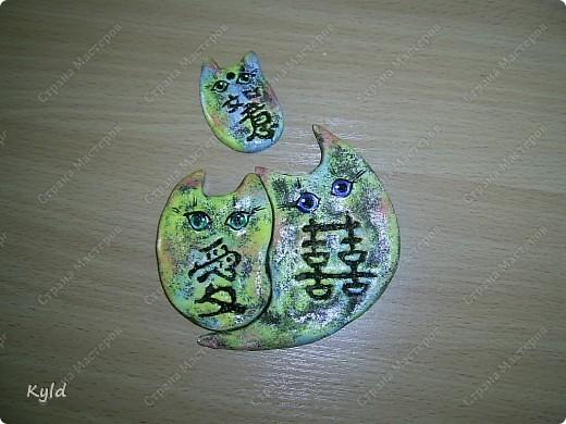 """Рыбы были сделаны в подарок подруге на ее день Рождения. она очень хотела на кухню себе рыбу и обязательно в китайском стиле. А я слепила двух рыб, решила что одной будет скучно, а так они друг на друга смотреть будут)))) Эта первая, рыбка """"Зеленый чай"""".  фото 7"""