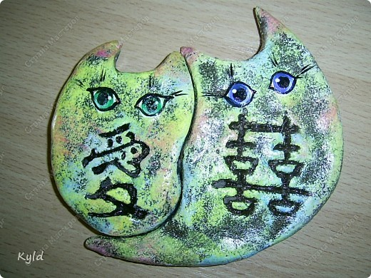 """Рыбы были сделаны в подарок подруге на ее день Рождения. она очень хотела на кухню себе рыбу и обязательно в китайском стиле. А я слепила двух рыб, решила что одной будет скучно, а так они друг на друга смотреть будут)))) Эта первая, рыбка """"Зеленый чай"""".  фото 8"""