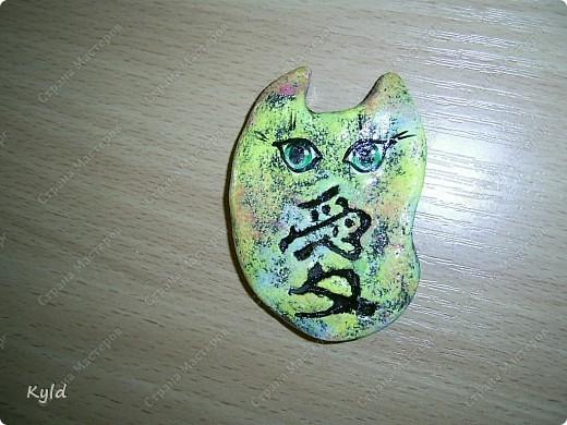 """Рыбы были сделаны в подарок подруге на ее день Рождения. она очень хотела на кухню себе рыбу и обязательно в китайском стиле. А я слепила двух рыб, решила что одной будет скучно, а так они друг на друга смотреть будут)))) Эта первая, рыбка """"Зеленый чай"""".  фото 10"""