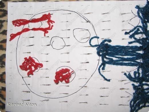 Снова поделки дочки моей подруги (5 лет). Вся картина выполнена нитками, НО КЛЕЙ И РАЗНЫЕ ИГЛЫ МЫ НЕ ИСПОЛЬЗОВАЛИ. фото 5