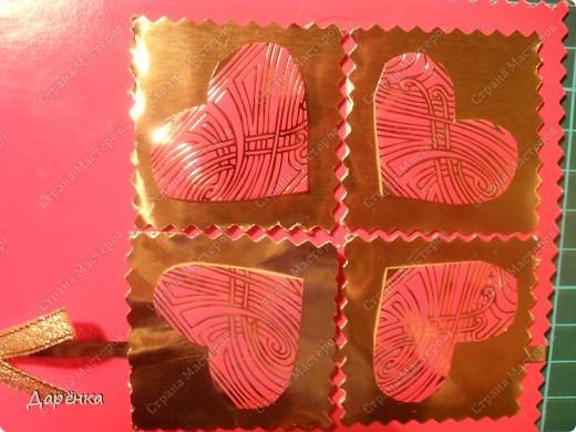 Материалы - картон из детского набора, золотистая бумага из набора для детского творчества, сердечки вырезаны из фантиков от шоколадки. Золотая лента вдоль открытки - это край вкладыша от коробки конфет,жаль было выбрасывать такую блестящую штучку. Бантик из ленты, на него приклеено сердечко-конфетти. Все деталь приклеены на двусторонний объемный скотч. фото 2