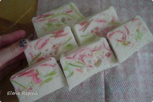 """воздушное плавающее мыло-мусс """"Пастила""""  (зеленые вставки - арбузный Палмолив розоватые - вишневый) фото 1"""