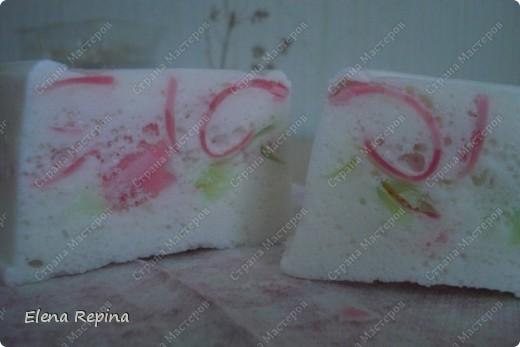 """воздушное плавающее мыло-мусс """"Пастила""""  (зеленые вставки - арбузный Палмолив розоватые - вишневый) фото 2"""