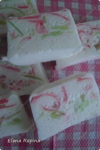 """воздушное плавающее мыло-мусс """"Пастила""""  (зеленые вставки - арбузный Палмолив розоватые - вишневый) фото 4"""