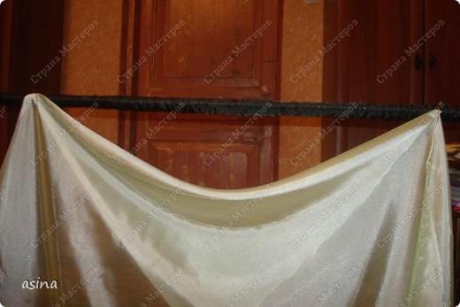 """Уважаемые мастерицы, скоро весна, хочется что-то изменить в прическе, одежде... Я хочу предложить вам изменить интерьер-и сшить новые шторы. В интернете очень много предложено мастер-классов по шитью, я хочу показать вам, как это делаю я. Для работы я использую следующее """"приспособление""""-деревянный плинтус (длиной около 2 метров) обшит плотно тканью """"стежка"""" на синтепоне. На этом плинтусе сегодня будем собирать сваг """"ракушку"""" фото 4"""